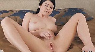 Solo porn with masturbation, dirty talking, teasing, etc.